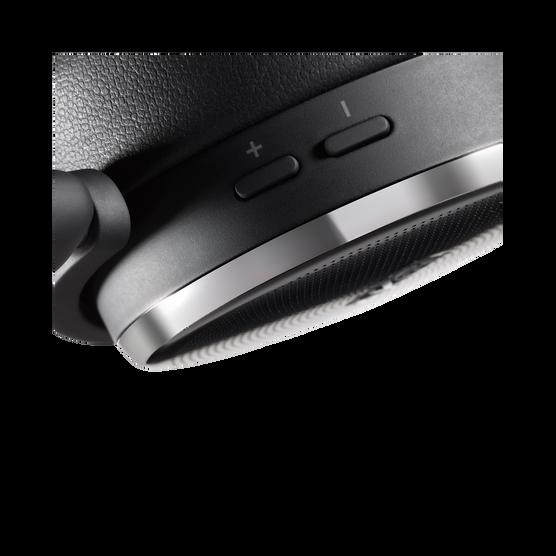 n60nc wireless kabelloser on ear kopfh rer mit aktiver. Black Bedroom Furniture Sets. Home Design Ideas